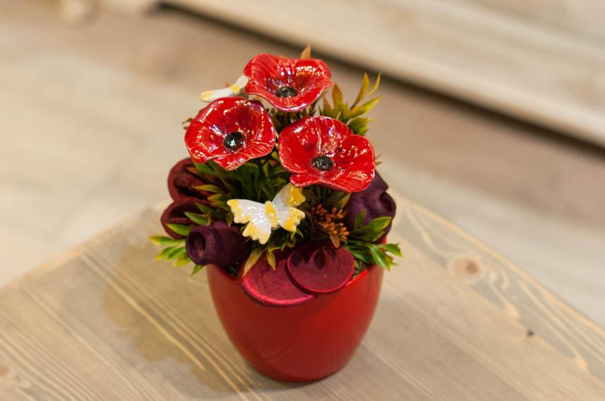 Ceramic flower: Table decorations