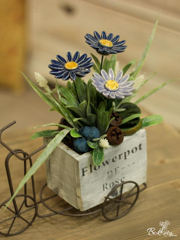 Ceramic flower: Special Centerpiece - Blue Meadow Daisy