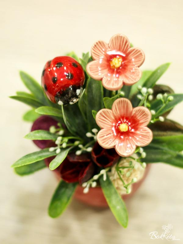 Ceramic flower: Mini Centerpiece - Ladybug and African Violet