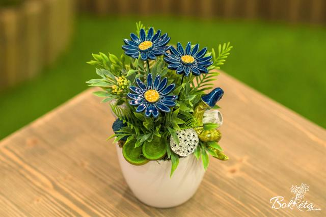 Ceramic flower: Large Centerpiece - Blue Daisy and Wormy