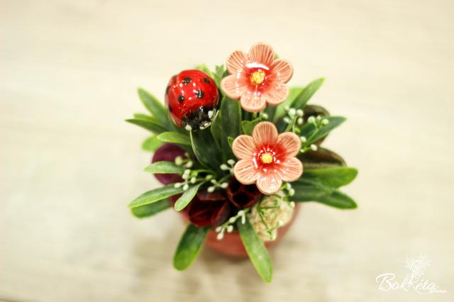 Ceramic flower: Mini Centerpiece - Ladybug and African Violet