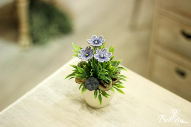 Ceramic flower: Mini Centerpiece - Blue African Violet