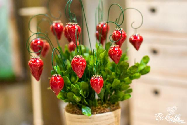 Ceramic flower: Forest Strawberry