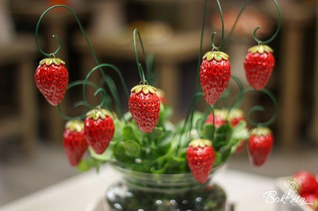 Ceramic flower: Strawberry