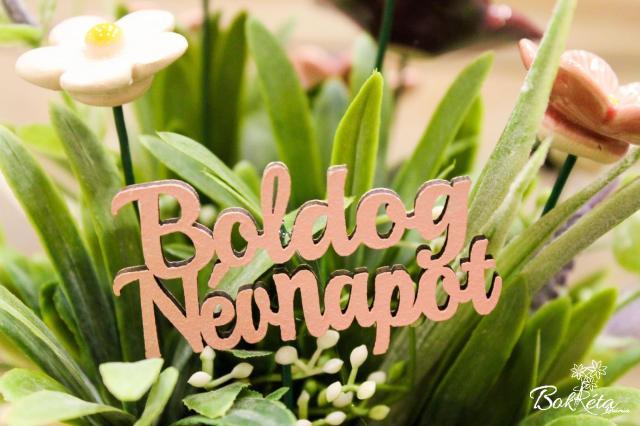 Kerámia virág: Boldog névnapot tábla